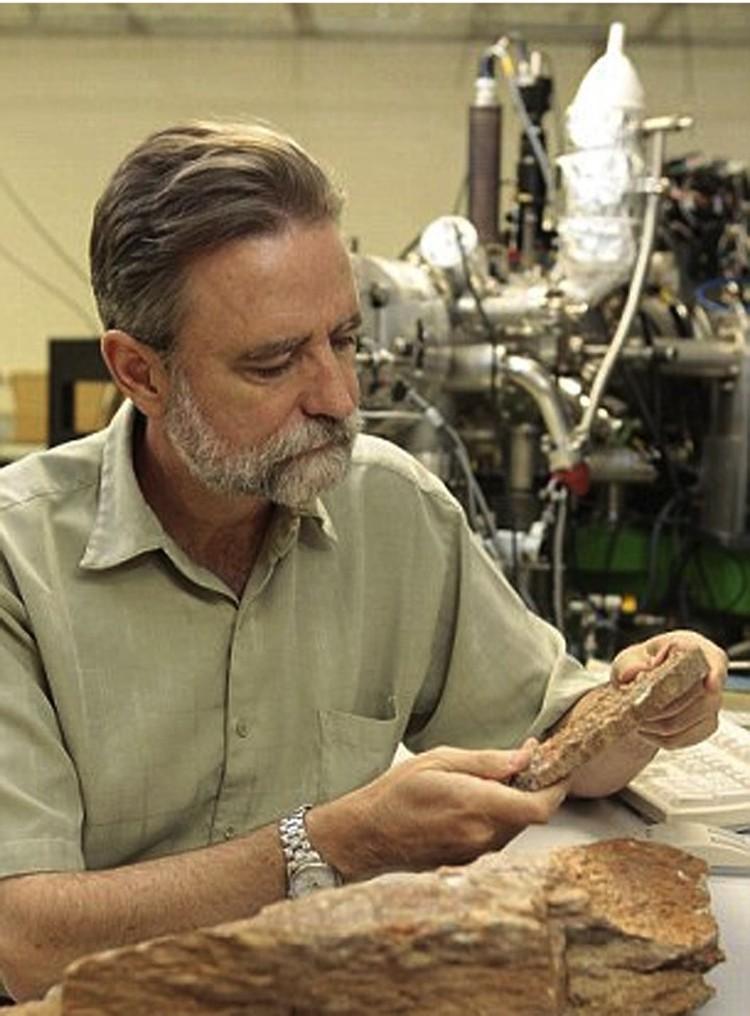 Марк Харрисон, обнаруживший древнейших пионеров земной жизни.
