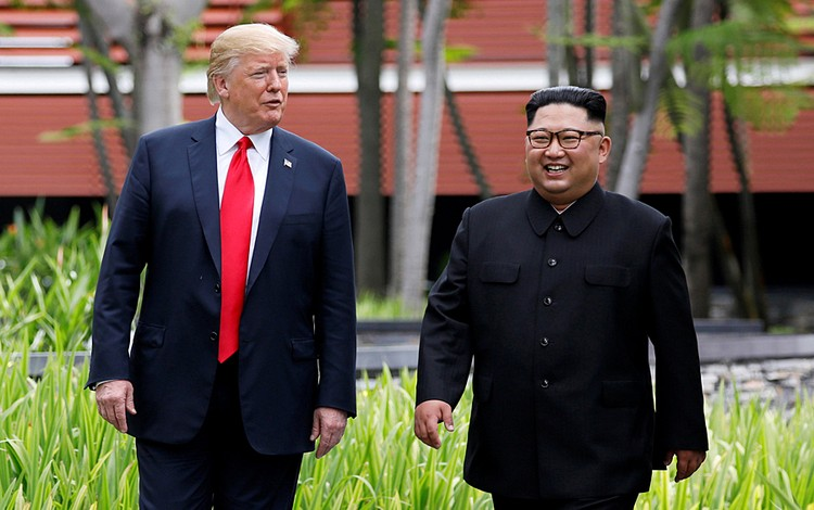 Трамп и Ким прогулялись по парку наедине, без переводчиков