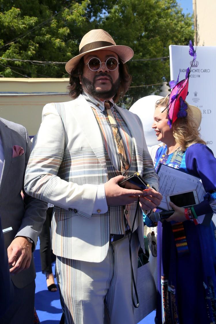 Филипп Киркоров оделся как лондонский денди.