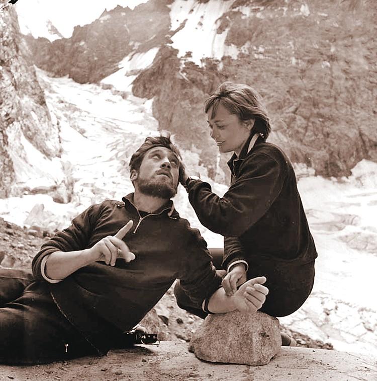 На съемках «Вертикали» Высоцкий сочинял песни не только о горах. Актрисе Ларисе Лужиной бард посвятил песню «Она была в Париже».