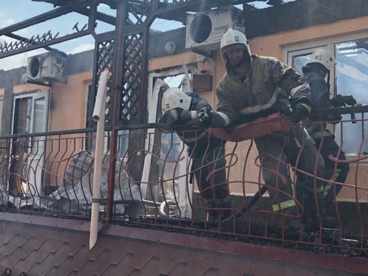 Пожарные справились с огнем за полтора часа