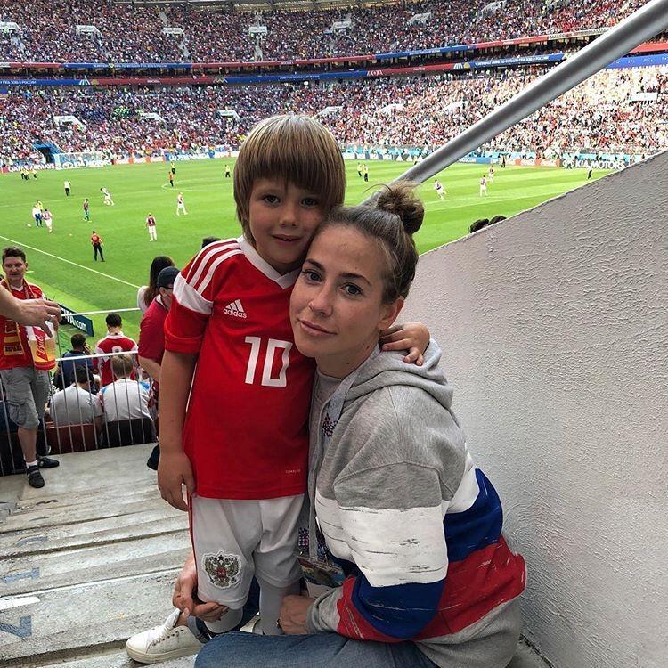 Младший сын Барановской увлекается футболом и очень похож на знаменитого папу