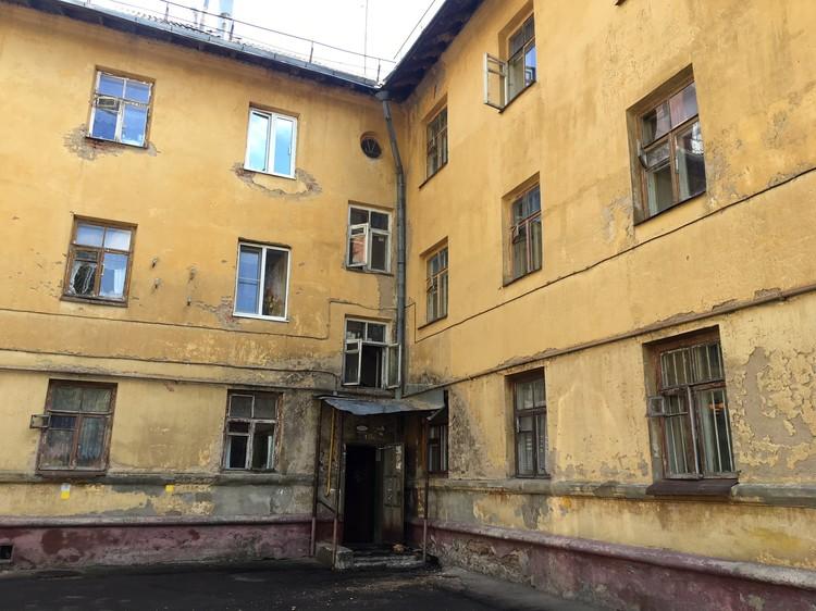 В этом доме, в съемной комнате на первом этаже, Кочешнов прятался от полиции.