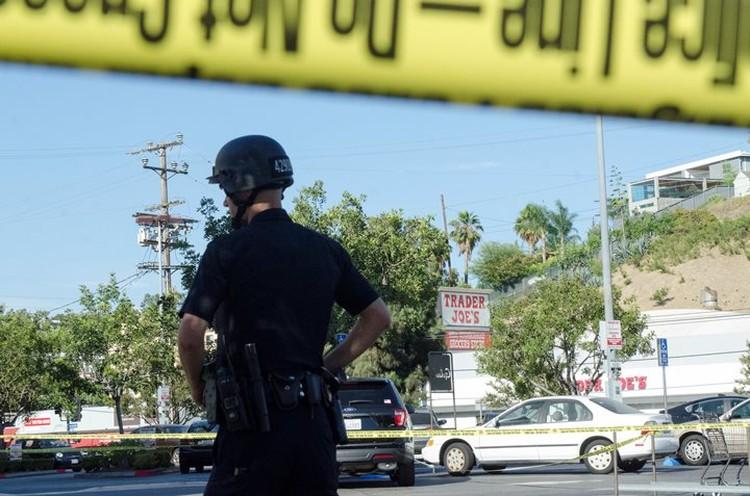 Место происшествия в Лос-Анджелесе все еще оцеплено