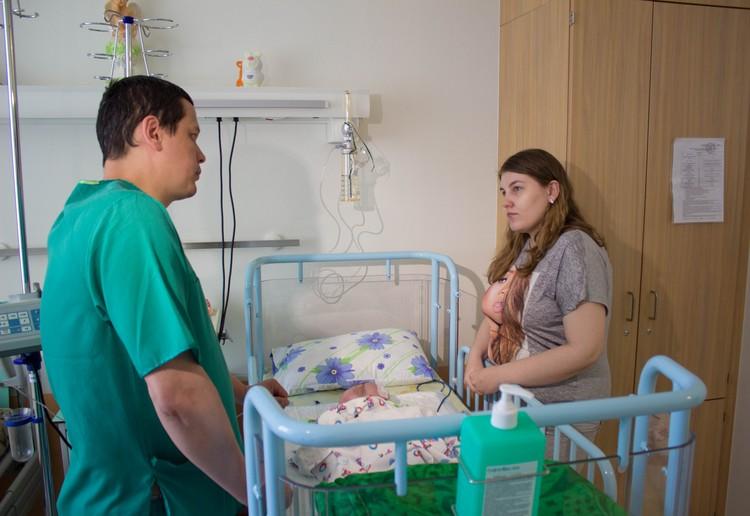 Мама и малыш после долгого лечения, наконец, могут вернуться домой. Фото Тюменского нейроцентра