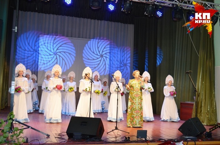 Яркие концертные номера радовали касторенцев и гостей праздника