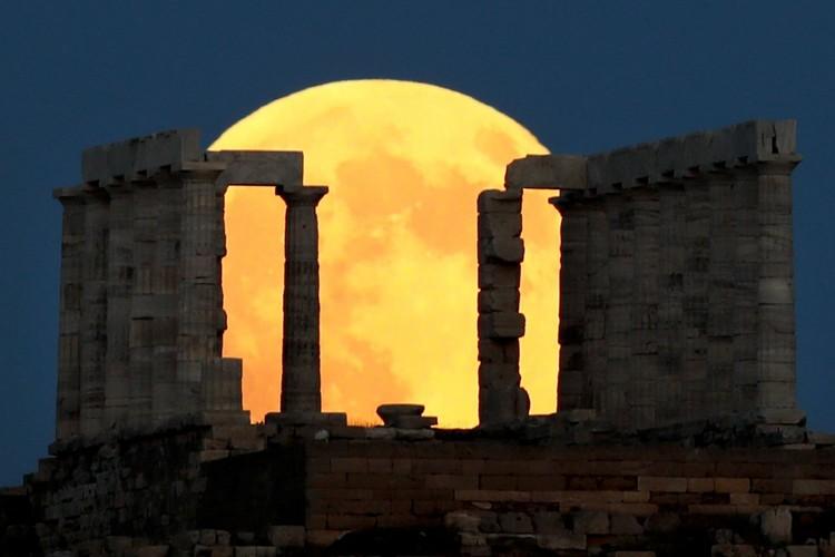 """""""Кровавая луна"""" 27 июля 2018 года над Афинами"""