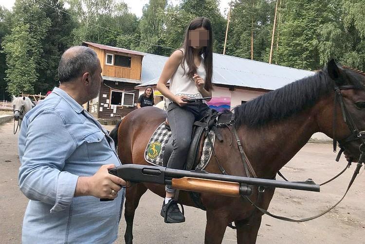 Михаил Хачатурян жестко контролировал своих дочерей.