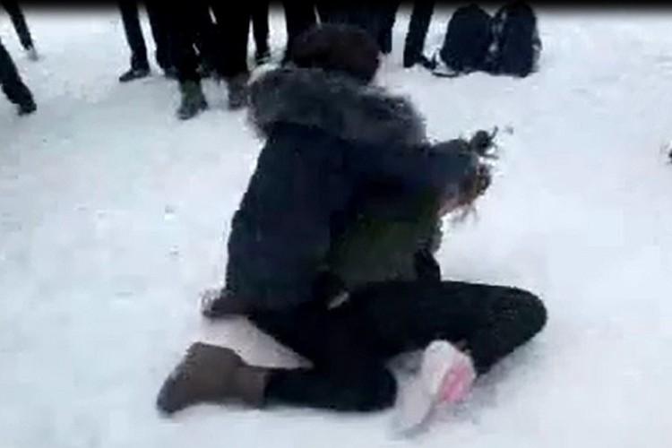В Ставрополе подружки устроили жестокую потасовку