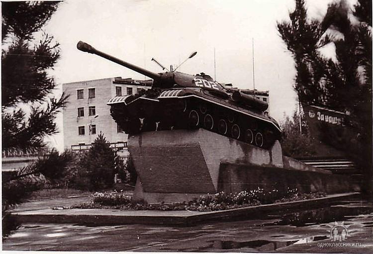 Установленный в Моховой Пади тяжелый танк «Иосиф Сталин» войну на западном фронте не застал. Фото: ok.ru