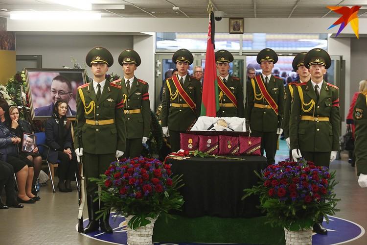 Беларусь простилась с Анатолием Капским.