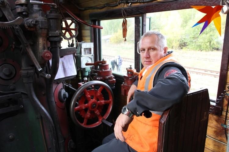 В кабине машиниста паровоза