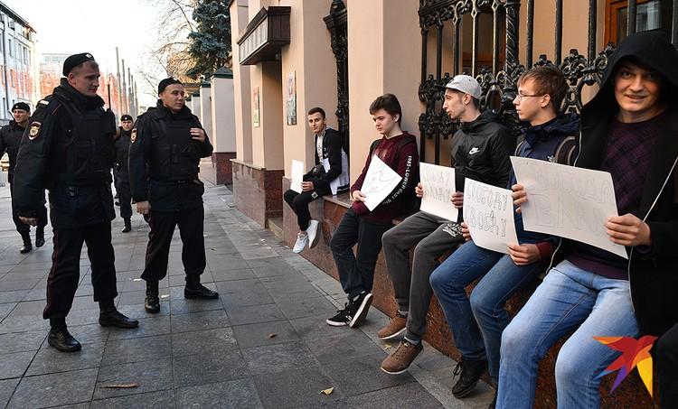 Пикет в поддержку Позднякова у здания Генпрокуратуры.
