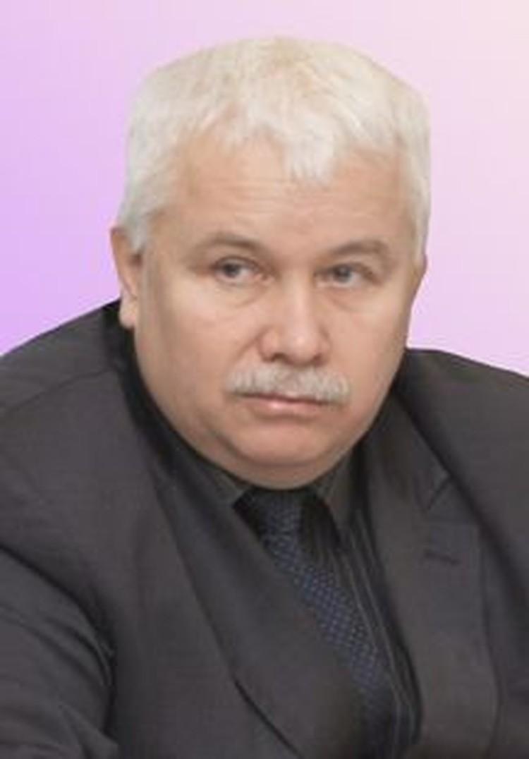 Юрий Ануфриев направил средства на поддержку учреждений образования
