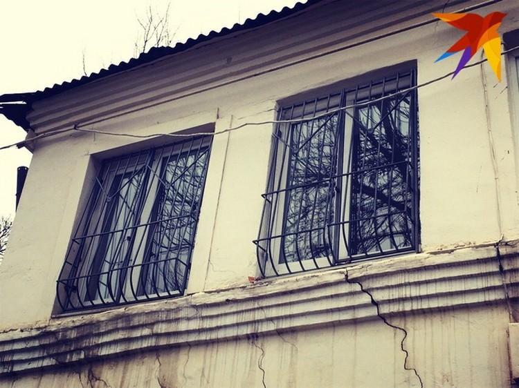 Предположительно именно за этими окнами и произошло застолье полицейских