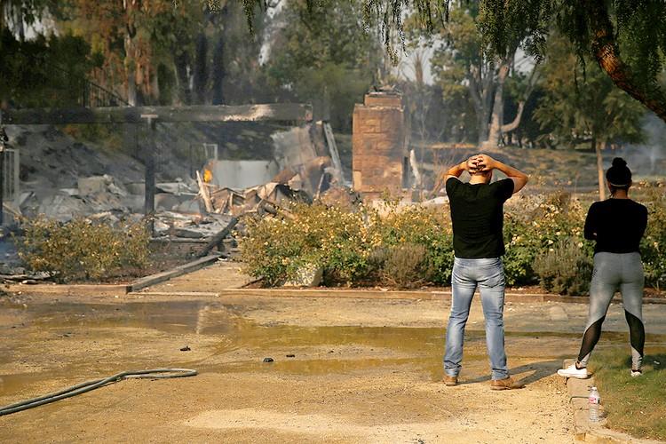 Сильный пожар стер с лица земли город Пэрадайс в Калифорнии.