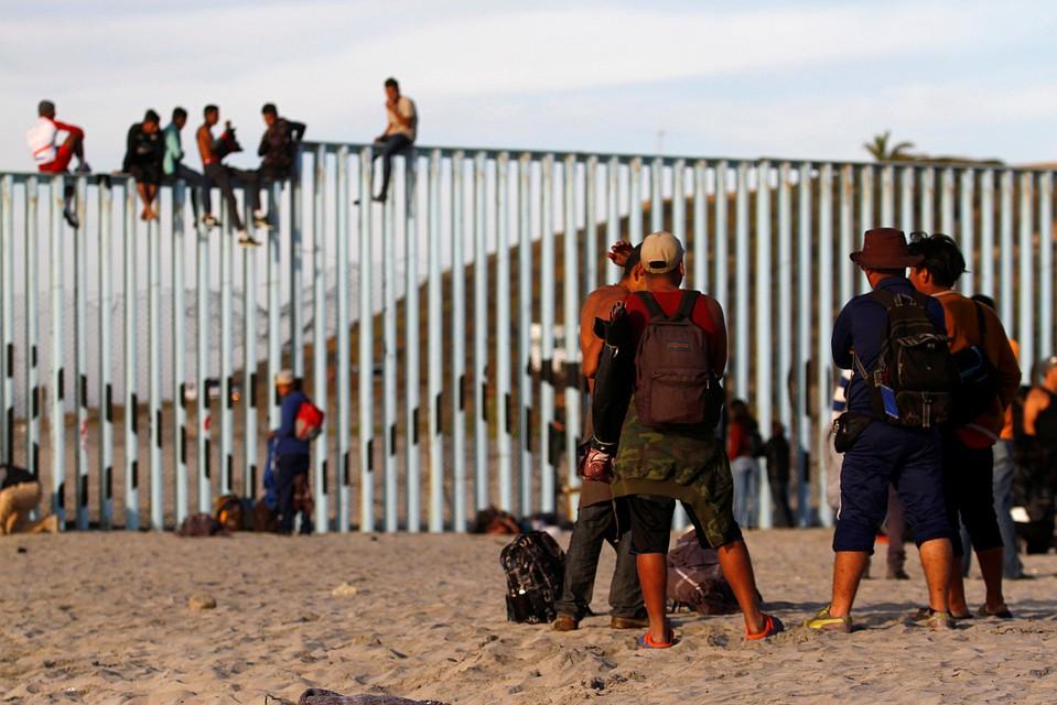 онлайн мексиканцы пересекают границу фото вариант проблематичнее