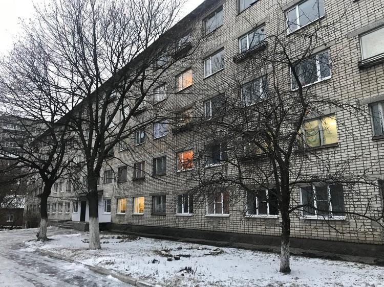 В общежитии версию об избиении корреспондентам не подтвердили.