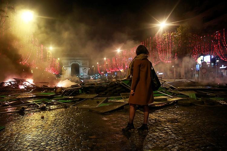 Протест против повышения цен обернулся в Париже беспорядками.