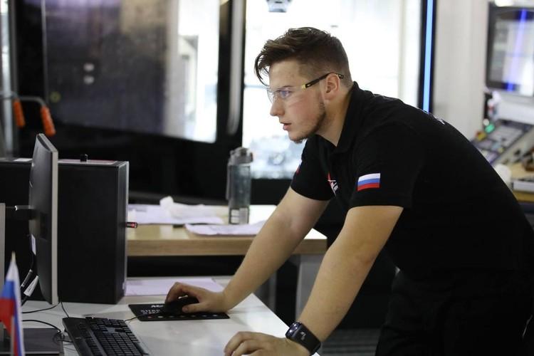 Михаил Воронцов за работой.