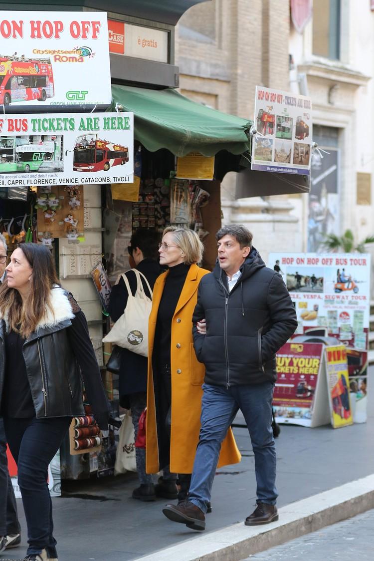 Влюбленные прогулялись по улицам Рима.