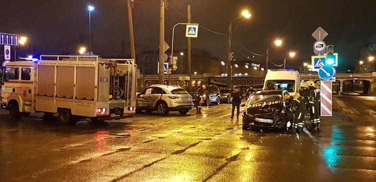 Авария на пересечении Рыбинской улицы и Обводного канала. Фото: соцсети.