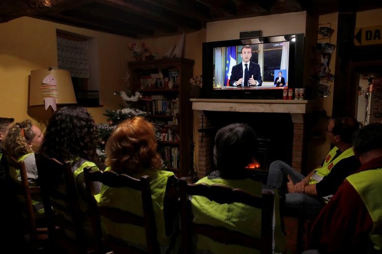 Представители желтых жилетов остались разочарованы теми мерами, о которых заявил президент Франции