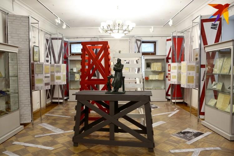 Выставку в музее Купалы оформили в стилистике пограничья - собственно, в таком положении ССРБ/БССР находилось в первые годы своего существования.