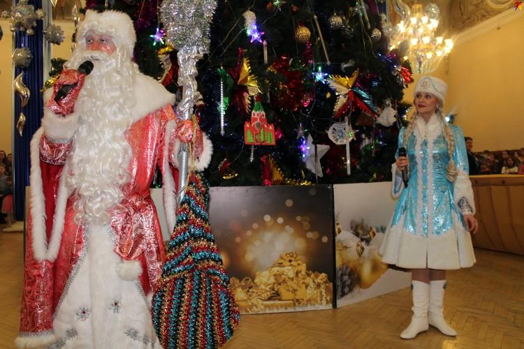 Дедушка Мороз и Снегурочка приглашают всех на Ёлки и спектакли