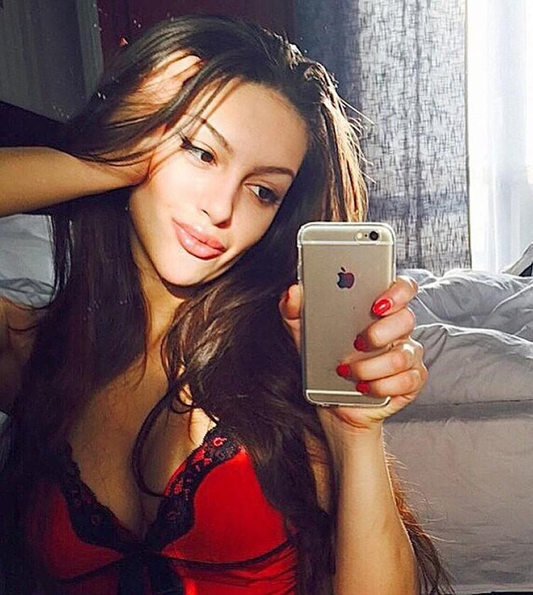 Оксана много работала моделью за границей