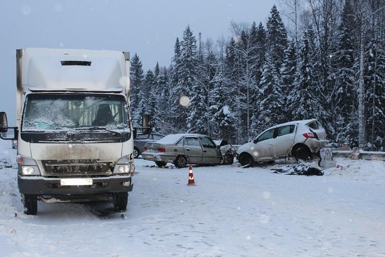 В больницу доставили двух водителей, погибла пассажирка легковушки