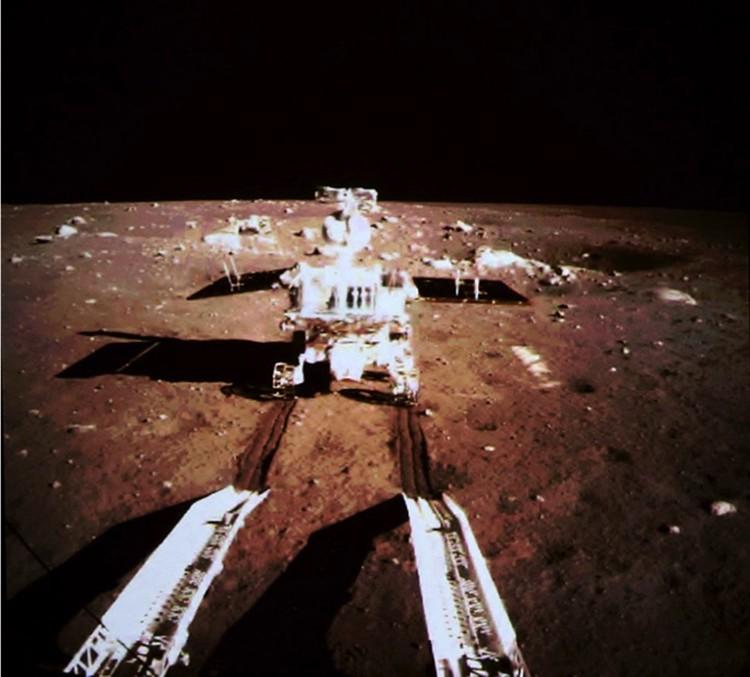 """Первый """"Нефритовый заяц"""", доставленный на Луну в 2013 году."""