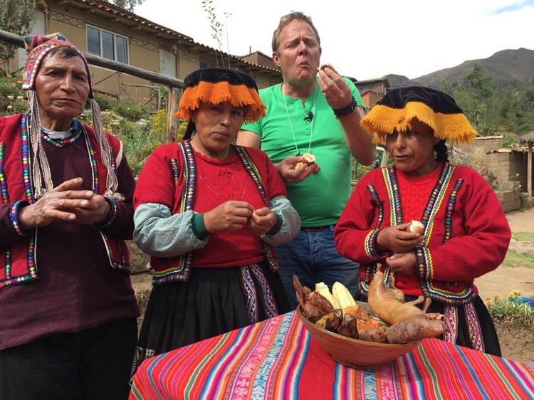 В Перу Джон Уоррен пробовал жареного куя (морскую свинку) – традиционное блюдо перуанцев.