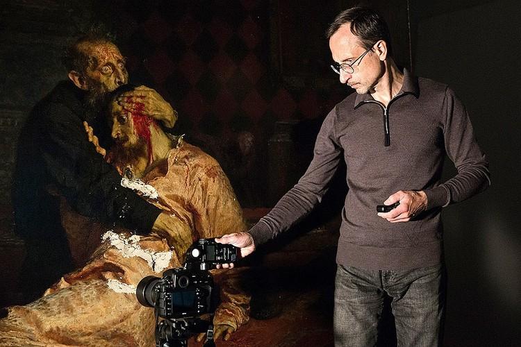 Повреждения, нанесенные вандалом знаменитой картине Репина. ФОТО: Пресс-служба Государственной Третьяковской галереи.