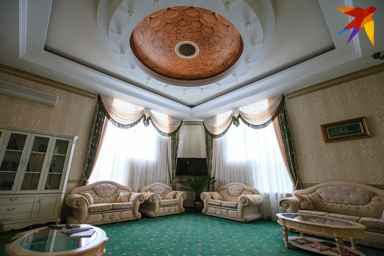 В отличие от многих других коррупционеров, дом Арашуковых обставлен не только роскошно, но и со вкусом