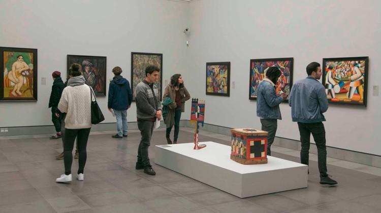 """Посетители на выставке """"русских авангардистов"""" в Музее изящных искусств Гента. Фото Facebook msk gent"""