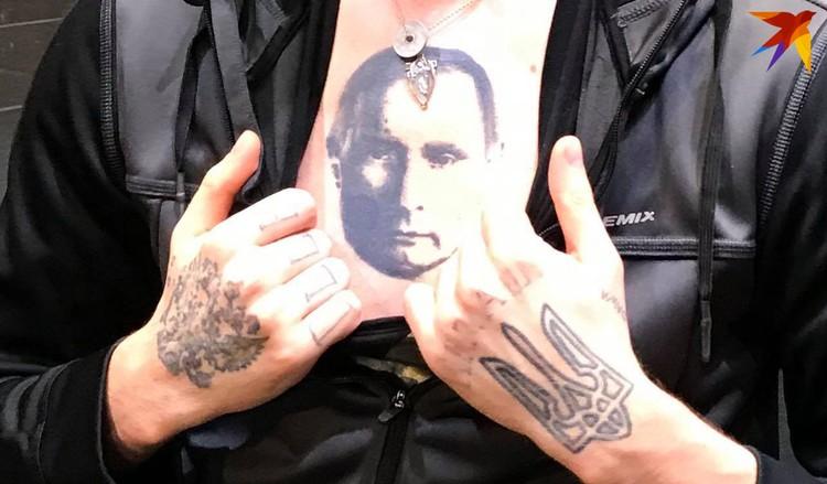 Татуировки на кистях - гербы России и Украины - артист сделал почти одновременно