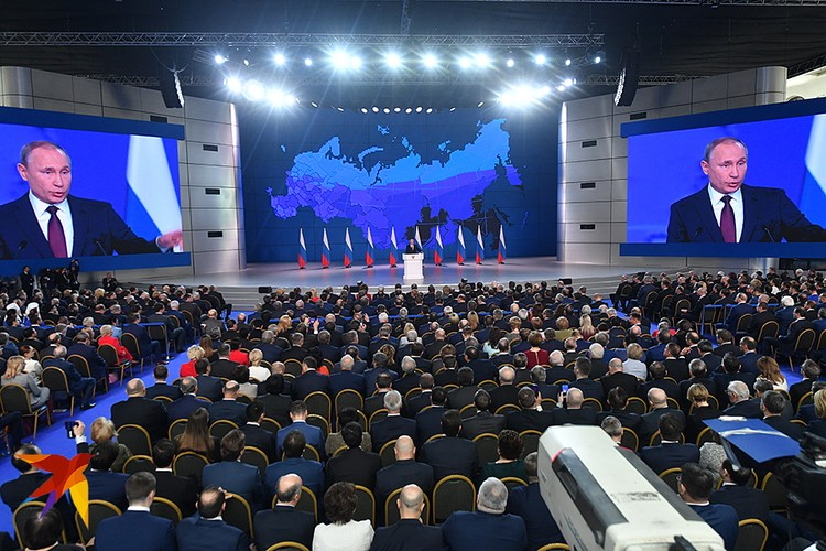 Владимир Путин подчеркнул, что ключевой задачей должно стать сбережение народа, поддержка семьи