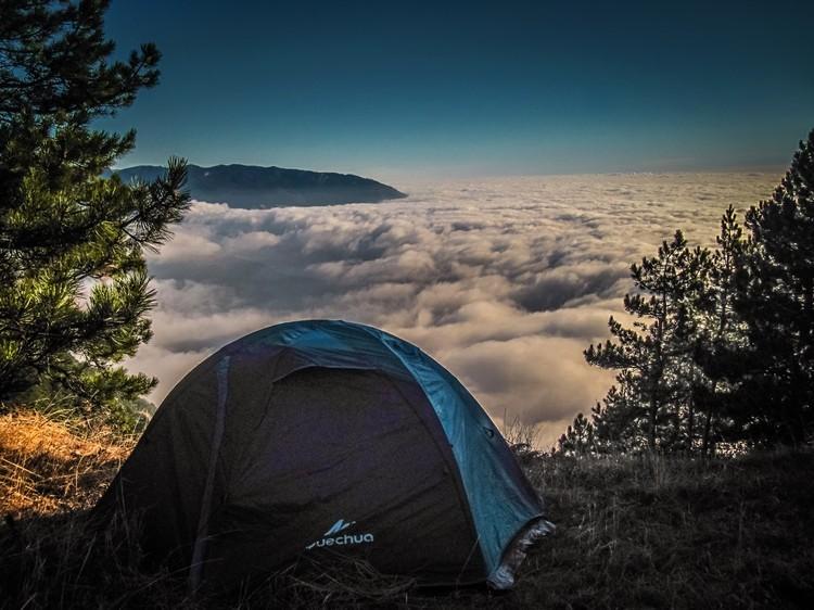 Молодой человек много раз один ночевал в горах. Фото: семейный архив