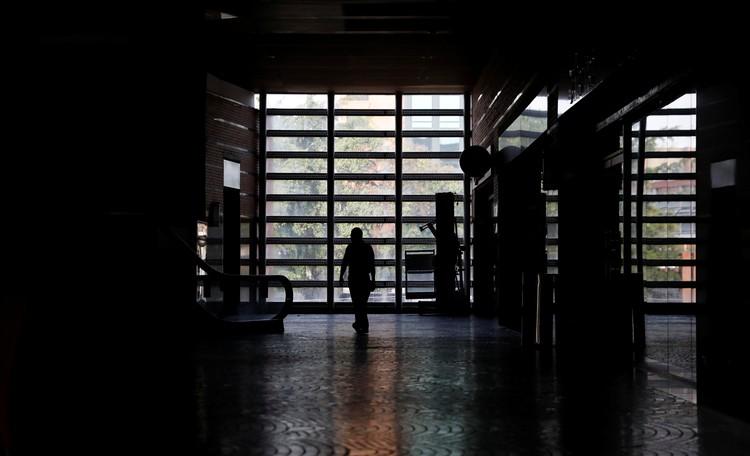 Когда погас свет, то жизнь в Каракасе просто остановилась.