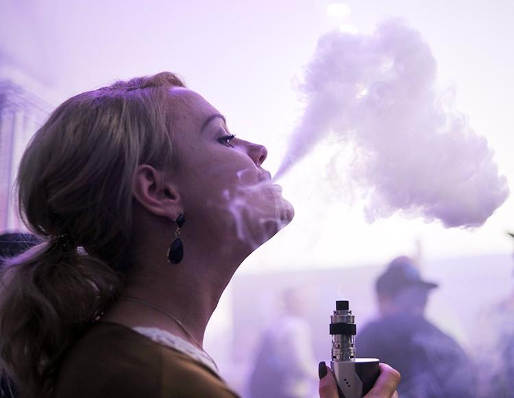 Электронные сигареты подсаживают на никотин новые поколения