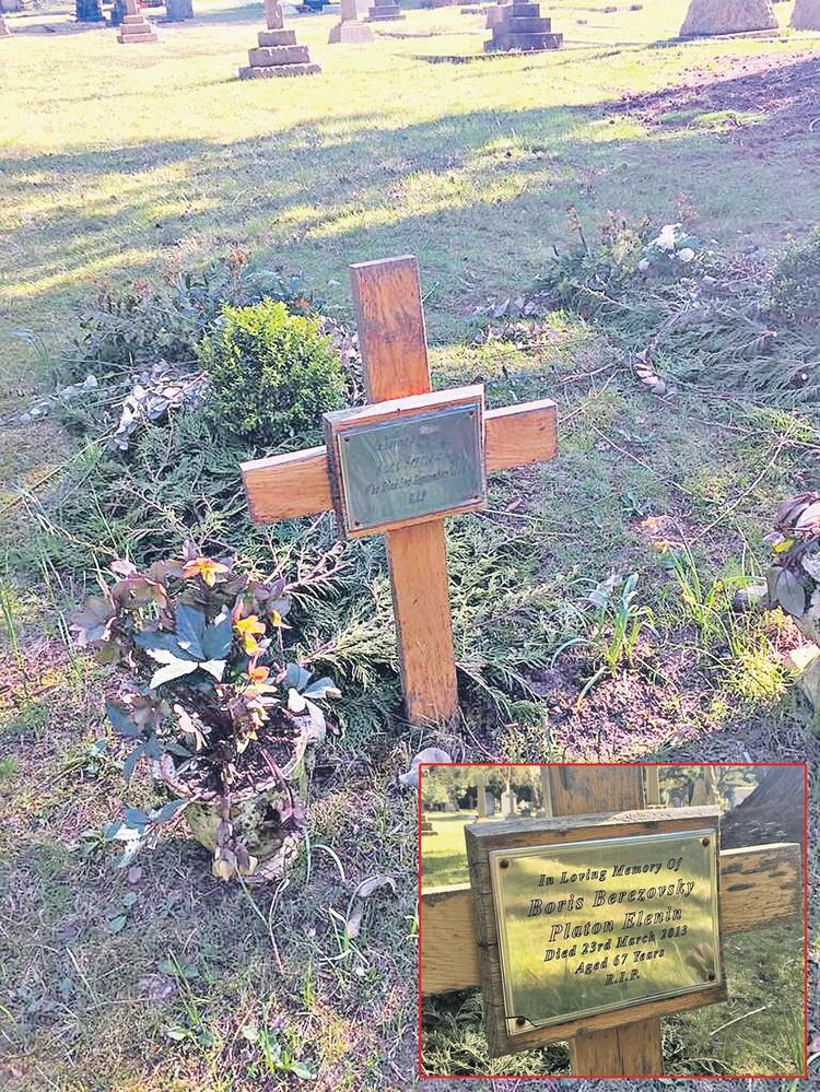 Скромный крест на могиле человека, жонглировавшего когда?то сумасшедшими капиталами. Надпись выглядит странно. На ней есть псевдоним - Платон Еленин, но нет даты рождения.