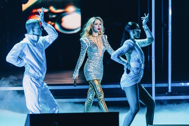Светлана Лобода получила премию за хит 'SuperStar'.