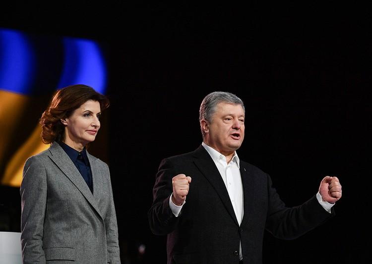 Супруга Марина сейчас возглавляет благотворительный фонд Петра Порошенко