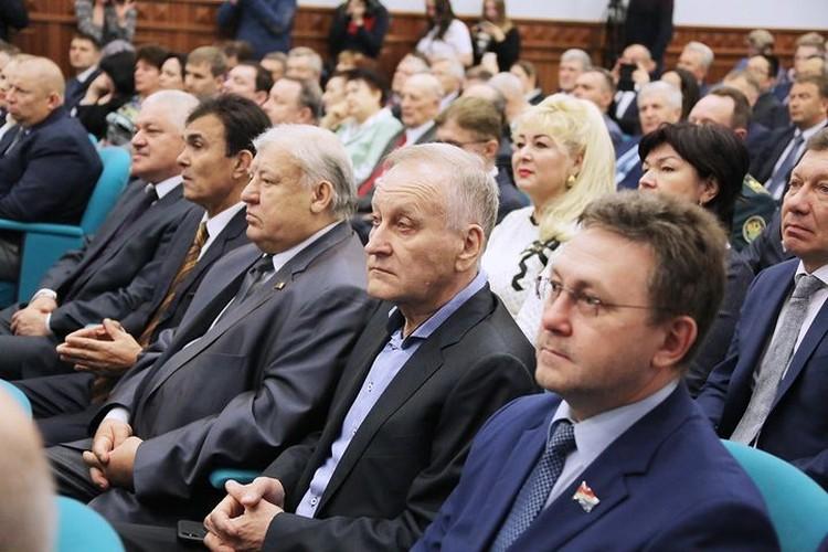 Участники церемонии в мэрии Владивостока