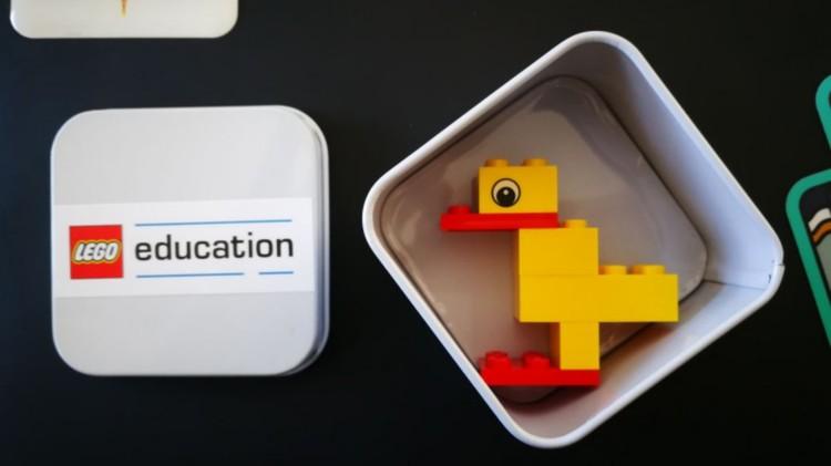 """Журналистам раздали мини-наборы LEGO и попросили каждого сделать утку. Вот что получилось у корреспондента """"КП""""."""