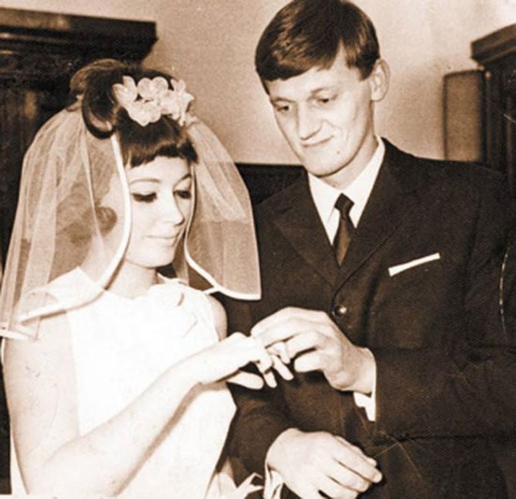 8 октября 1969 года через несколько месяцев после гастролей Алла Пугачева и Миколас Орбакас поженились в Грибоедовском ЗАГСе. Фото: из личного архива Миколаса Орбакаса