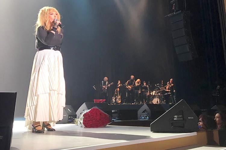 Алла Пугачева на сцене.