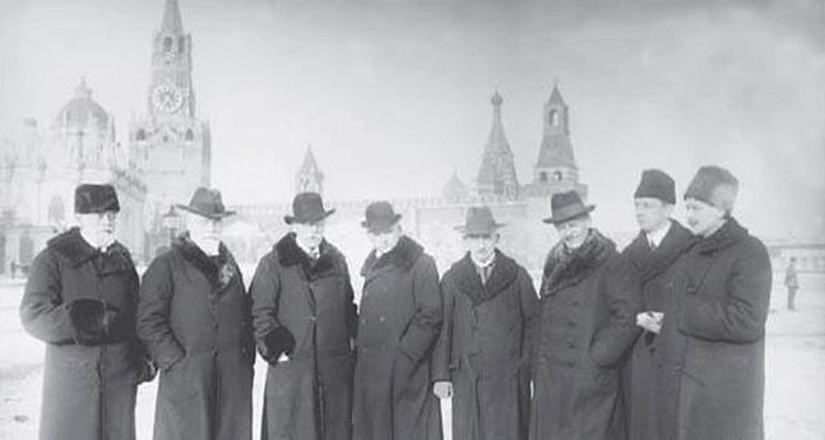 Иностранные врачи Ленина. Макс Нонне — третий справа