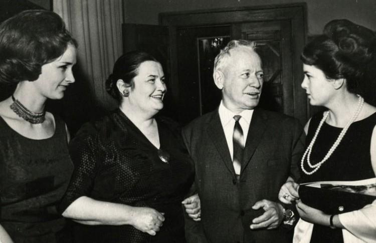 Актриса неоднократно общалась с писателем Шолоховым. Фото: Государственный музей-заповедник М.А. Шолохова.